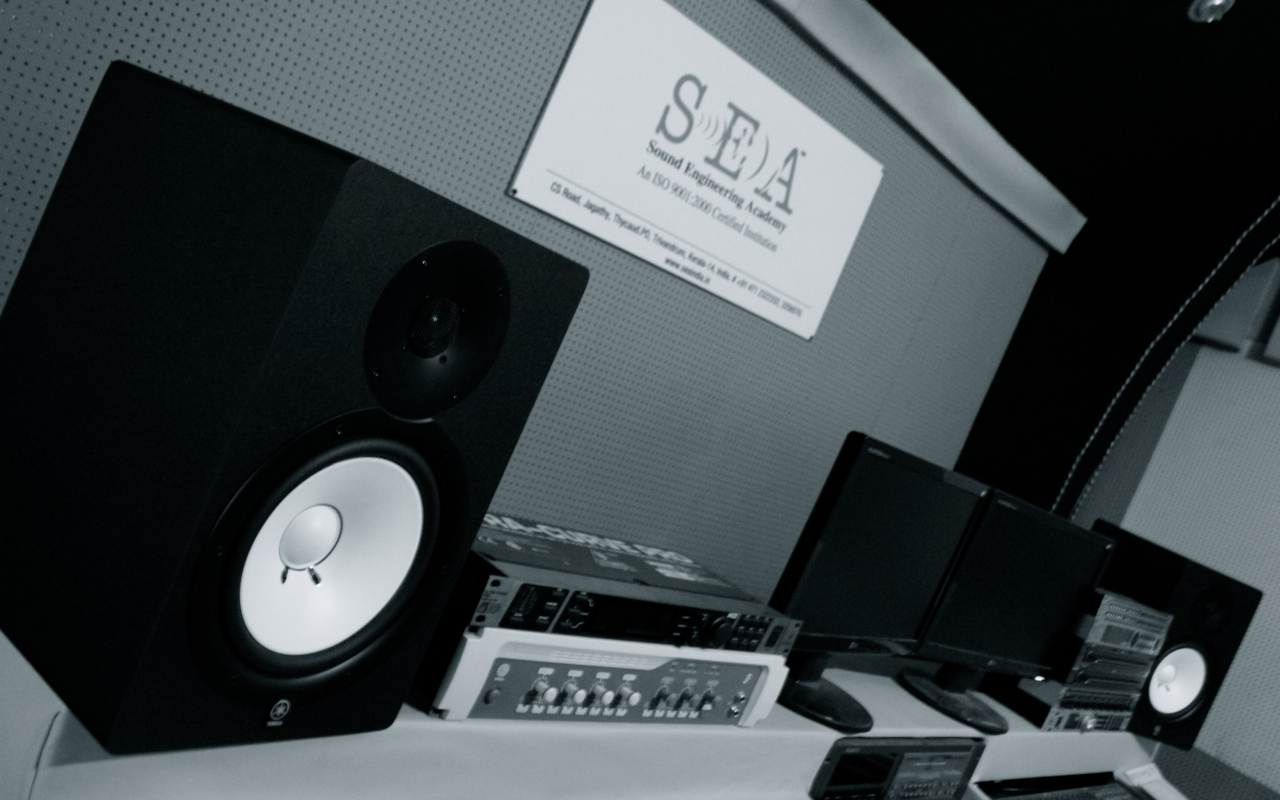 sound engineering academy yamaha hs 80 world class studio. Black Bedroom Furniture Sets. Home Design Ideas