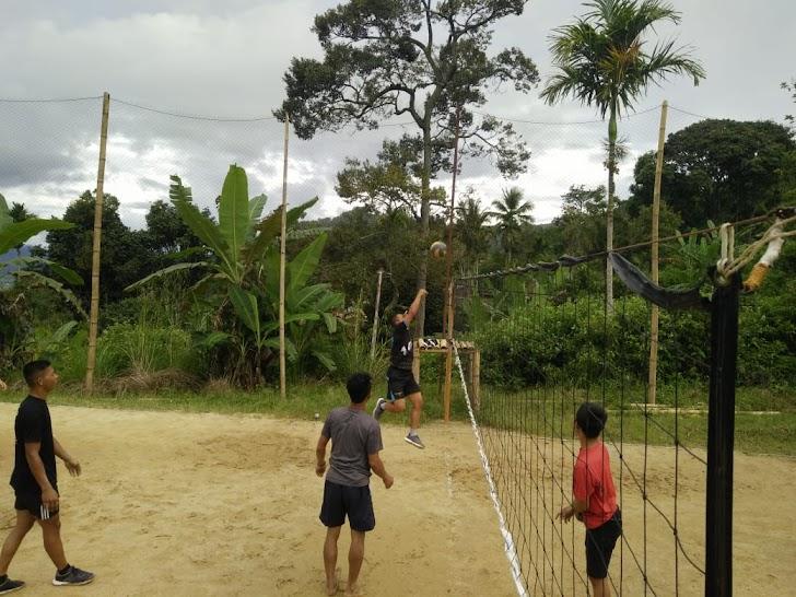 Pererat Hubungan Dengan Rakyat, Satgas TMMD Olahraga Bersama Masyarakat Desa Sungai Ning