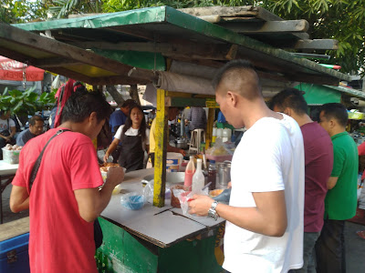 a crowded Beef Pares stall in Metro Manila