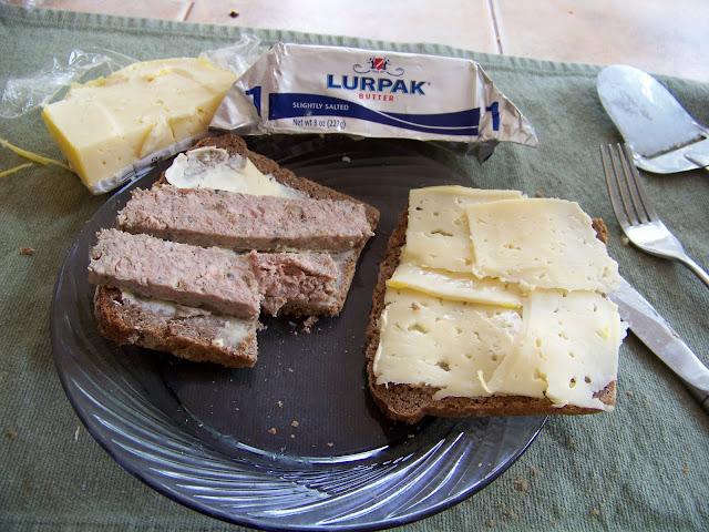Smørrebrød med leverpostej, havarti ost og Lurpak smør