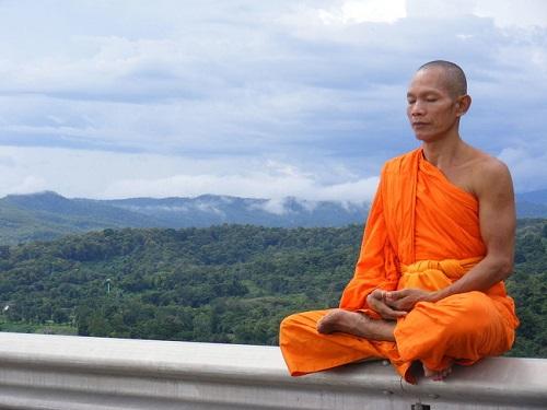 Esta parábola budista nos enseña que a veces ignorar a las personas nos hace felices