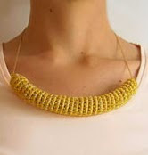 http://chabepatterns.com/free-patterns-patrones-gratis/jewelry-joyeria/tube-necklace-collar-de-tubo/