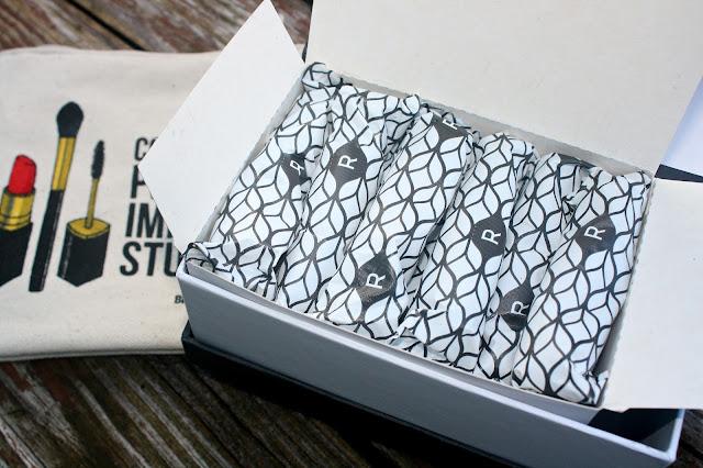 Cora Organic Tampons little black box