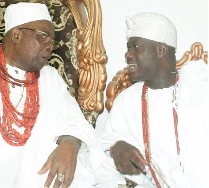 ooni ife aides beaten by owa obokun