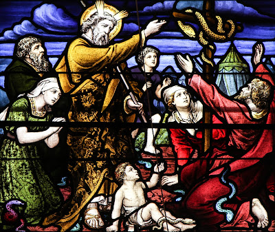 Imagem de Moisés e a serpente de bronze, vitral, #1