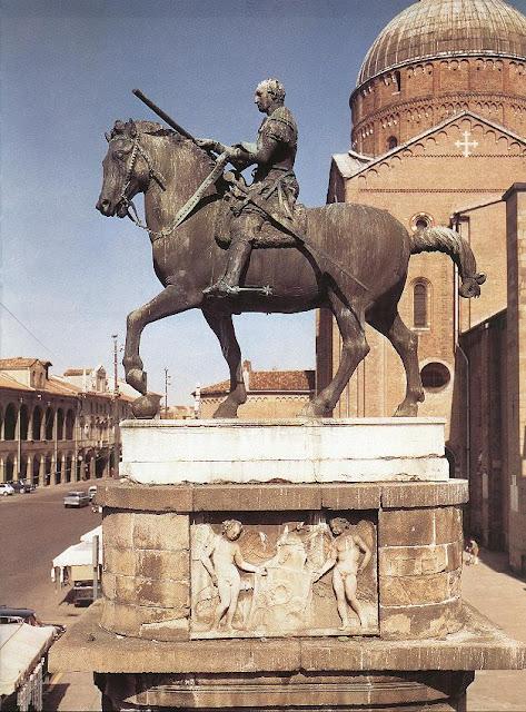 Ще одна визначна робота Донателло, це скульптура кондотьєра Гаттамелата. Пам'ятник розташований в місті Падуя. Гаттамелата був надзвичайно відважним та кмітливим військовим, та поважних в суспільстві, за те майстер Донателло і увіковічнив його в бронзі. Статуя встановлена на 8 метровому п'єдесталі, вершника на коні