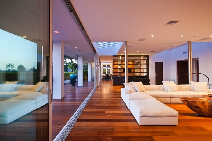 Living room in Renovated Beverly Hills House by Pablo Jendretzki