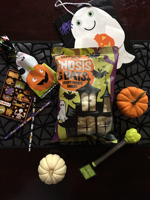 If you don't have a fun tradition like this in your neighborhood, now you can start! We've created a fun printable and easy directions on how you can boo your neighbors for a fun Halloween surprise!