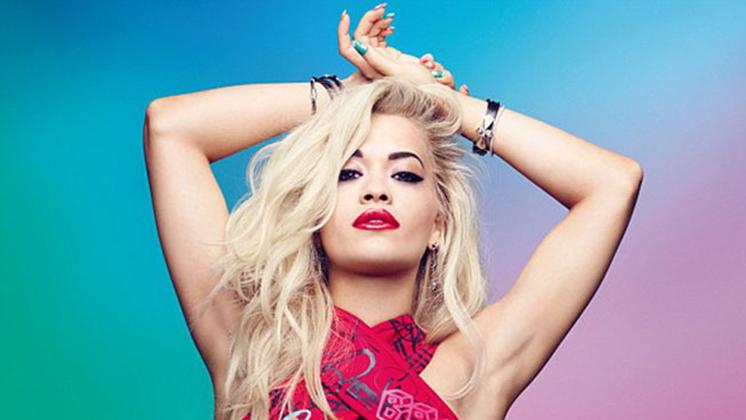 Novidades sobre a carreira da Rita Ora? Nós temos!