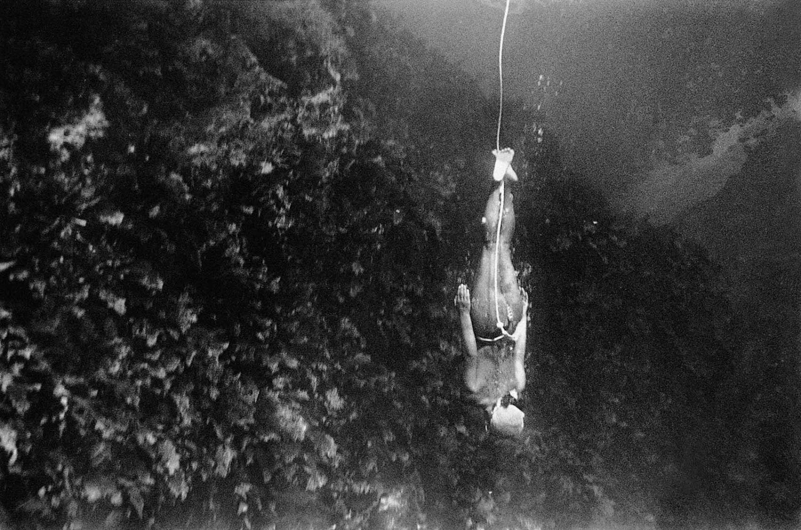 Those divers who descended the deepest would also wear a weighted belt around their waist to aid their descent.