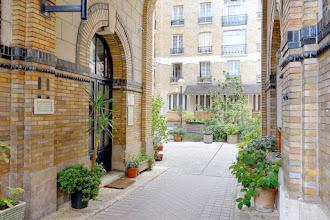 Paris : 117 rue de Belleville, logements sociaux précurseurs réalisés en 1908 par la Fondation Rothschild - XIXème
