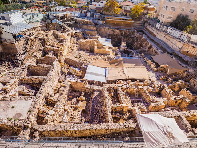 Unusual 1,000-year-old Arabic clay amulet unearthed in Jerusalem