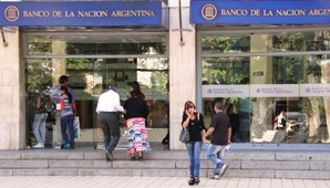 De ahí que clientes del Nación que realizaron diferentes operaciones bancarias el pasado viernes, el fin de semana y hasta ayer, encontraron dinero extra en sus cuentas.