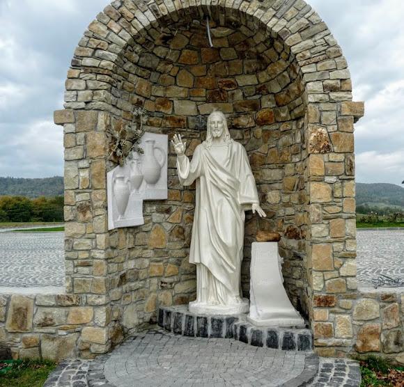 Гошевский Свято-Переображенский монастырь. Скульптура «Камень любви»