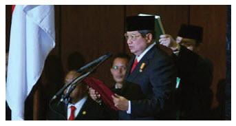 Susilo Bambang Yudhoyono adalah presiden pertama RI yang dipilih secara langsung oleh rak Struktur Politik-Ekonomi Masa Pemerintahan Presiden SBY