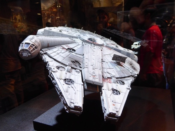 Star Wars Millennium Falcon model D23