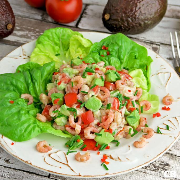 Salade van garnalen met avocado, tomaat en kruiden