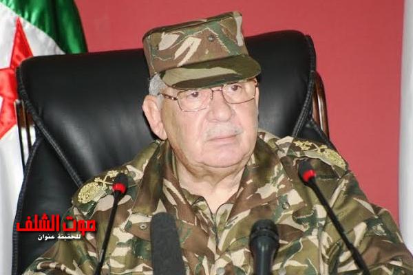 """قايد صالح : الجيش سيعرف """"كيف يكون في مستوى المسؤولية المطالب بتحملها في كافة الظروف والأحوال"""""""