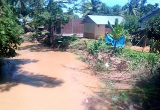 Rumah Warga di Desa Mesjid Terancam Ambruk Ke Sungai
