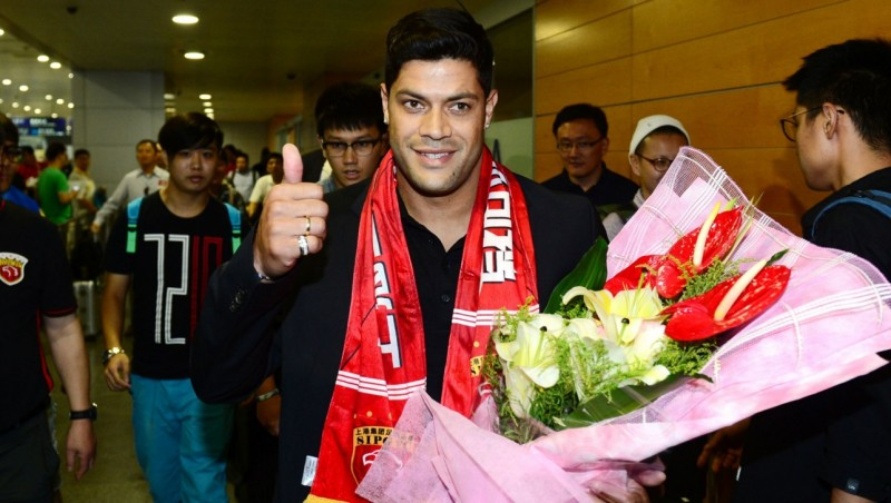 Hulk tiba di bandara untuk bergabung dengan Shanghai SIPG