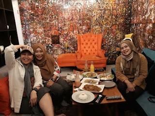 Spot Foto menarik di ruang private Social Palace, Jl. Tondano, Sawojajar, Malang