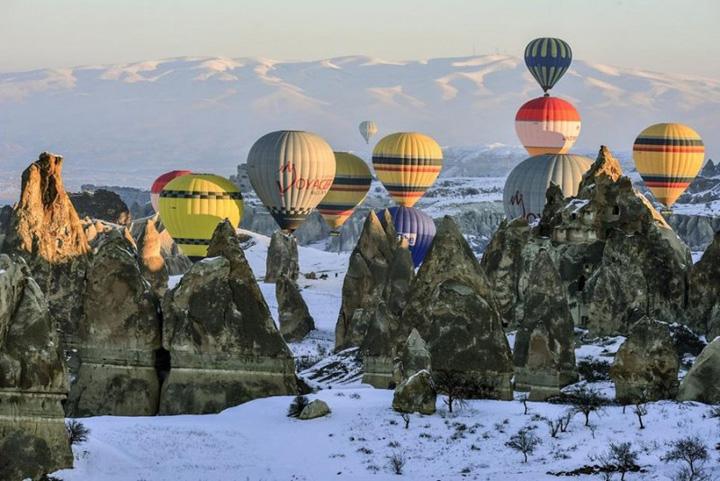 türkiye nevşehir sıcak hava balonları kış resimleri