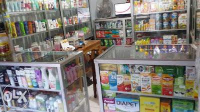 Toko Produk Kosmetik Yang Ramai Dikunjungi