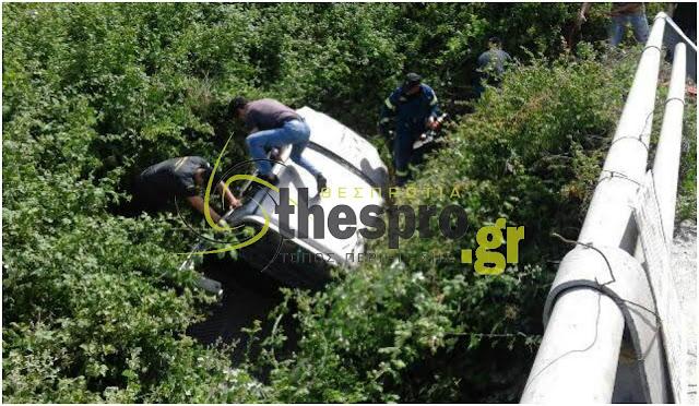Πρέβεζα: Τώρα - Γυναίκα εγκλωβισμένη, έπειτα από τροχαίο - ιχ έπεσε από γέφυρα - Φώτο