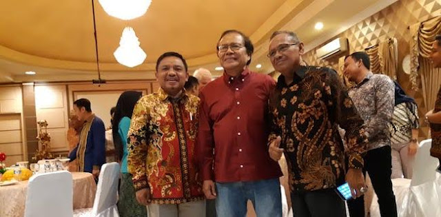 Gara-gara Ekonomi, Jokowi Bisa Nyungsep Seperti Carter dan Bush