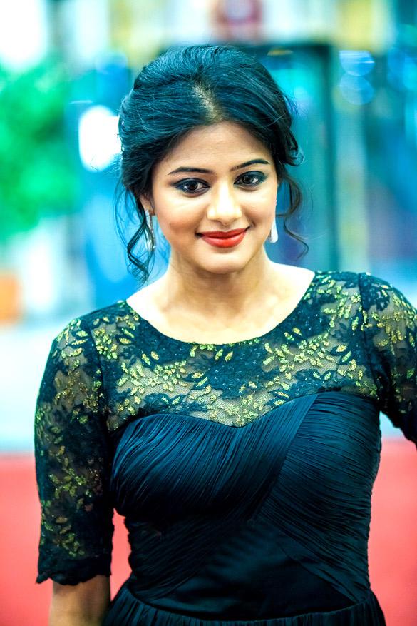 Full makeup - Perfect Close-up of Top of priyamani Hot Pics in Colorful Saree - best South Indian Actress