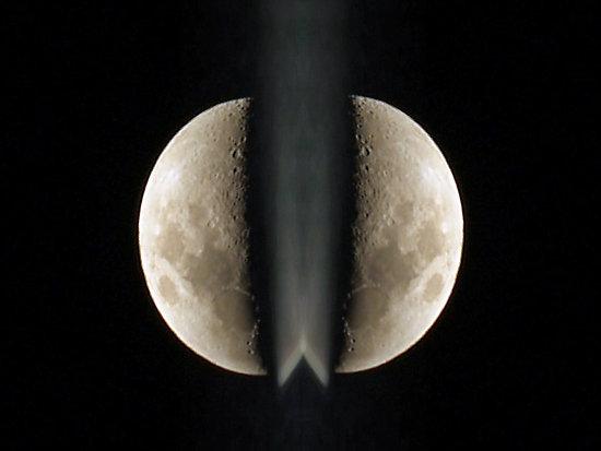 Gambar Bulan Terbelah