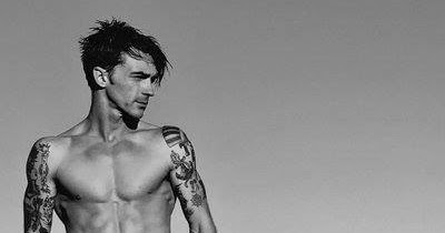 Who is Drake Bell Dating