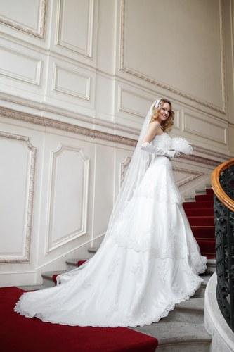 Robe de mariee avec traine qui s'enleve