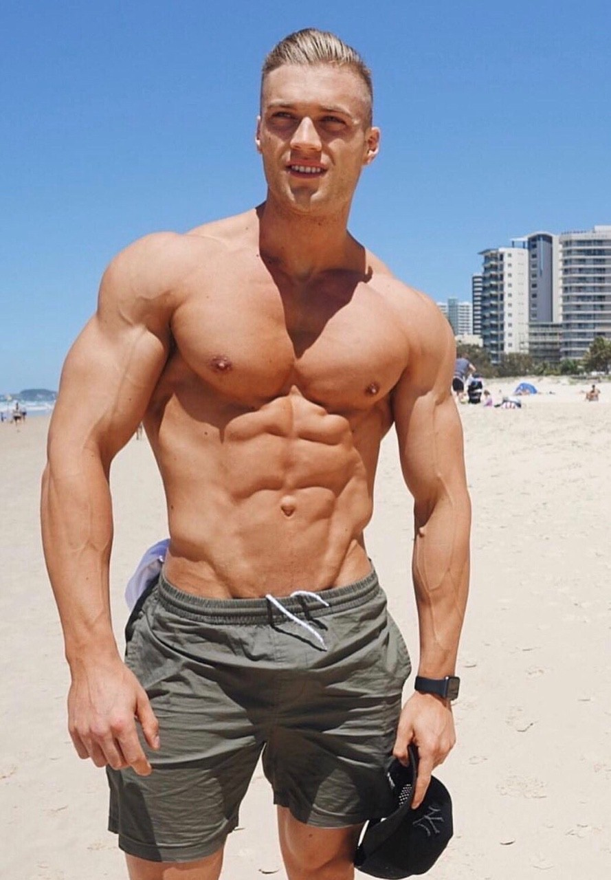 ripped-shirtless-blonde-dudebeach