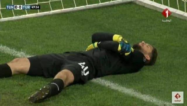 Unik! Kiper Timnas Tunisia Pura-pura Cedera Demi Rekannya Buka Puasa