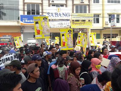 Ratusan Massa Kembali Aksi Tuntut Pilgub Ulang