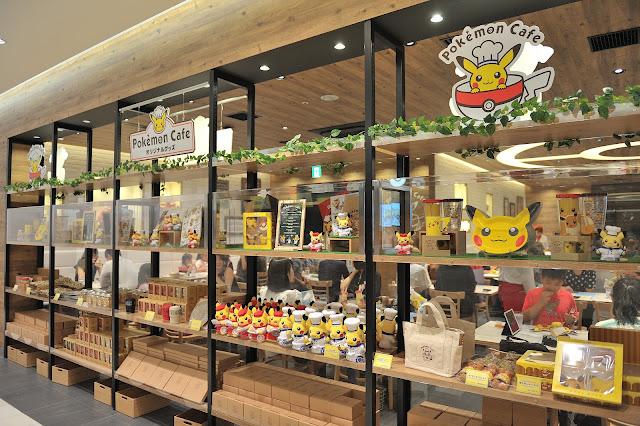 滿滿的Pokémon Café 寶可夢咖啡廳週邊產品,每個都好想要喔!