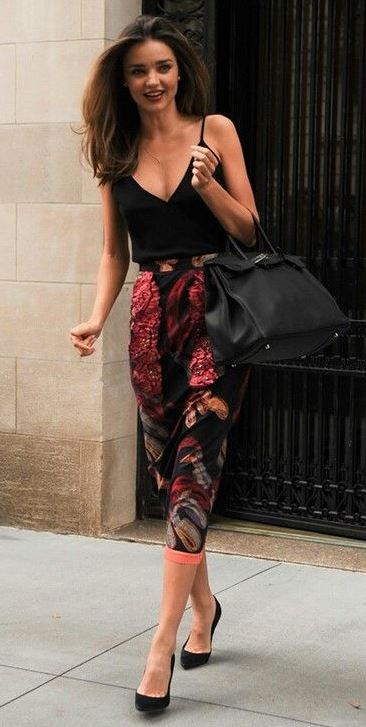 how to wear a pair of printed pants : heels + v-neck top + bag