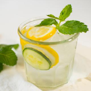Cara Mudah Turunkan Berat Badan Dengan Timun dan Lemon