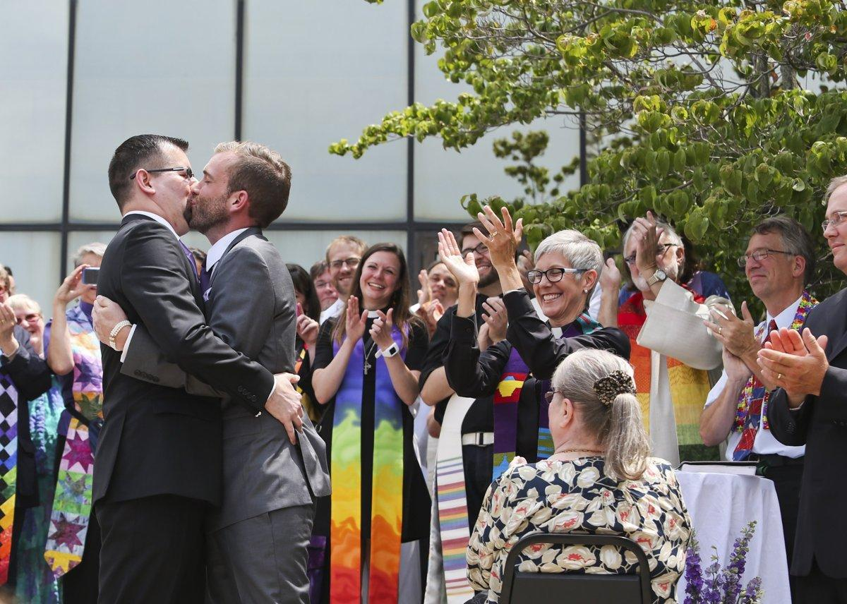 Leading homosexual marriage