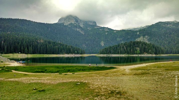 Потрясающее Черное озеро в Дурмиторе