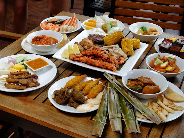 Enjoy a scrumptious Singapore Story Weekend Buffet with Street 50 Bay Hotel