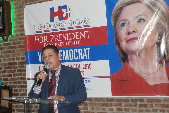 """Activista y dirigente político dice votar por Trump """"es un salto al vacío""""; resalta trayectoria de Hillary"""