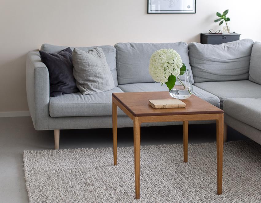 Puinen sohvapöytä