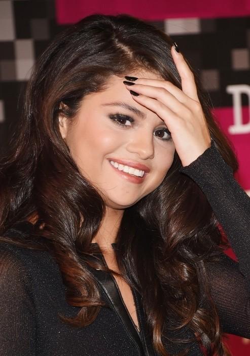 Selena Black Dress Appeared Slimmer