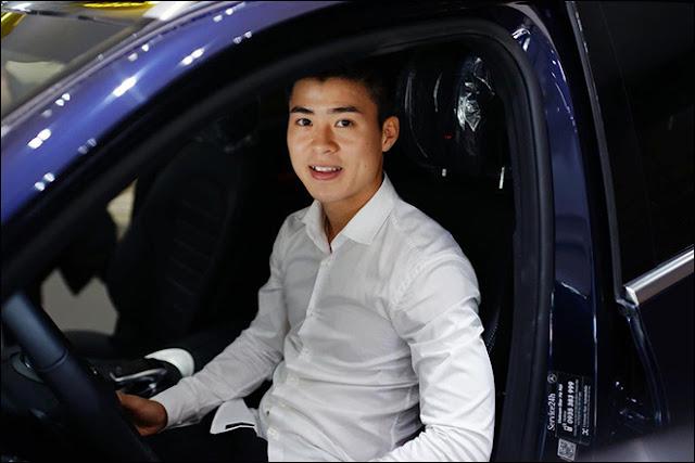 Trung vệ Duy Mạnh đội tuyển Việt Nam tậu xe Mercedes-Benz GLC 300 4MATIC cùng bạn gái