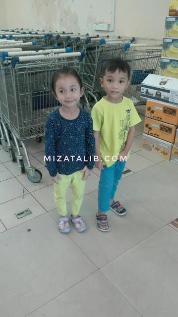 Shopping Raya dengan Dua Budak Hijau