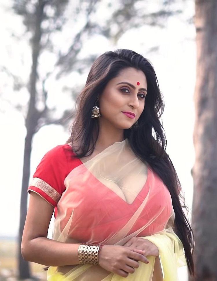 Bengali Maria Aunty Hot Open Cut Blouse Exposing Huge -3361
