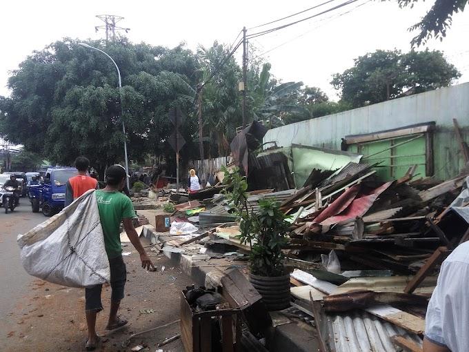 Satpol PP Tertibkan Puluhan Bangli di Jalan Nusantara