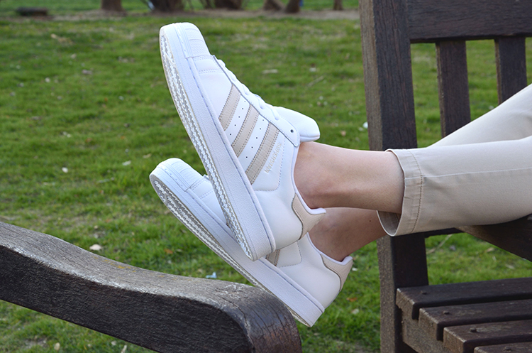sneakers-adidas-superestar-stars-scarf-look-outfit-blogger-trends-gallery-ootd